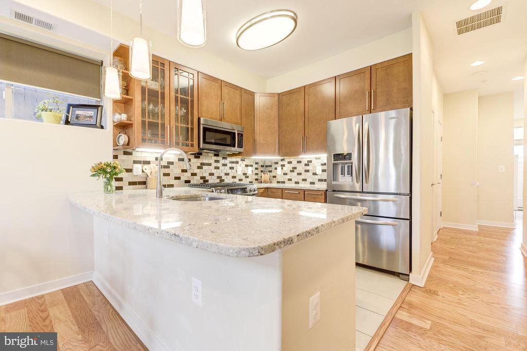Kitchen Boasts Stainless Steel Apps & Granite! - 1811 3RD ST NE #1, WASHINGTON