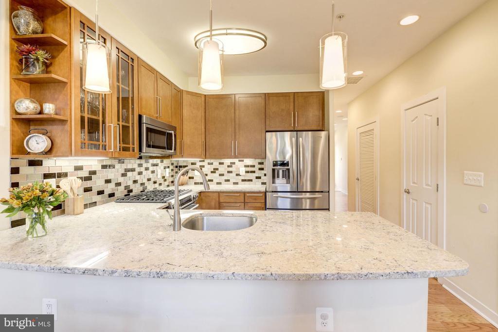 Stunning Kitchen with Large Breakfast Bar Island! - 1811 3RD ST NE #1, WASHINGTON