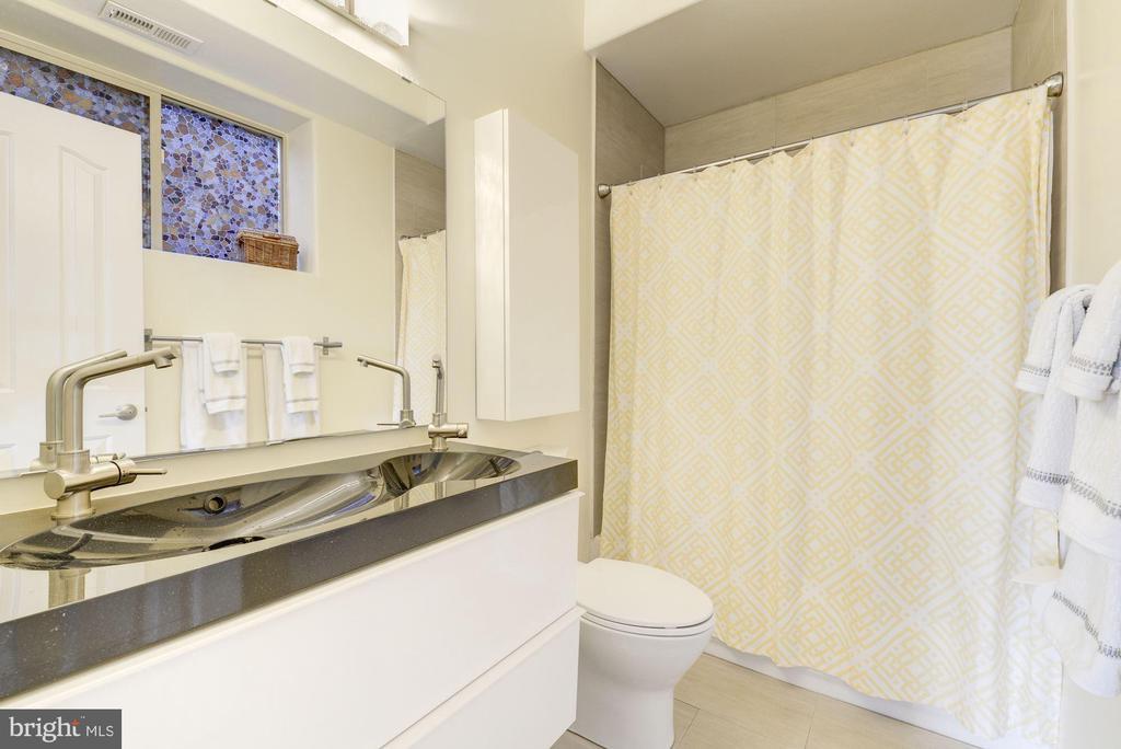 Full Bathroom #3: Stunning Upgraded Finishes! - 1811 3RD ST NE #1, WASHINGTON