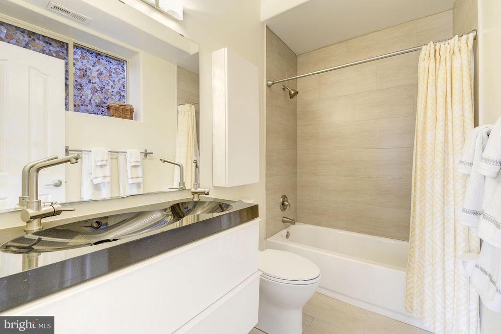 Full Bathroom #3: