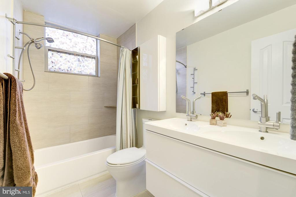 Full Bathroom #2: Ceramic Tile Flooring! - 1811 3RD ST NE #1, WASHINGTON