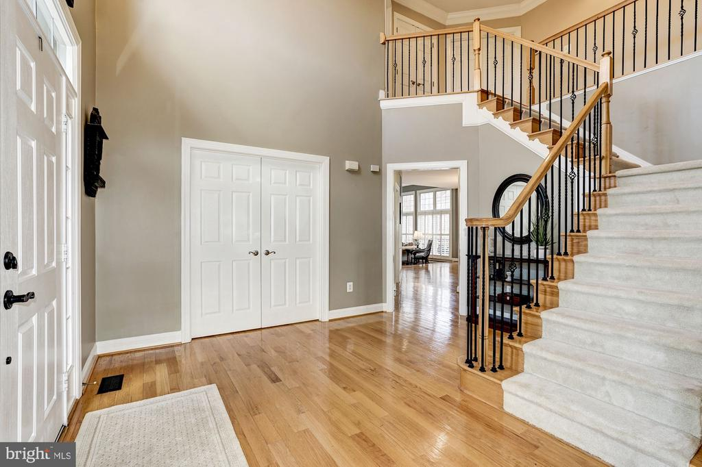 Add'l view of the foyer w/office behind dbl doors - 1309 SHAKER WOODS RD, HERNDON