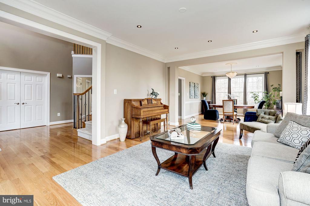 Fresh & inviting open floorplan - 1309 SHAKER WOODS RD, HERNDON