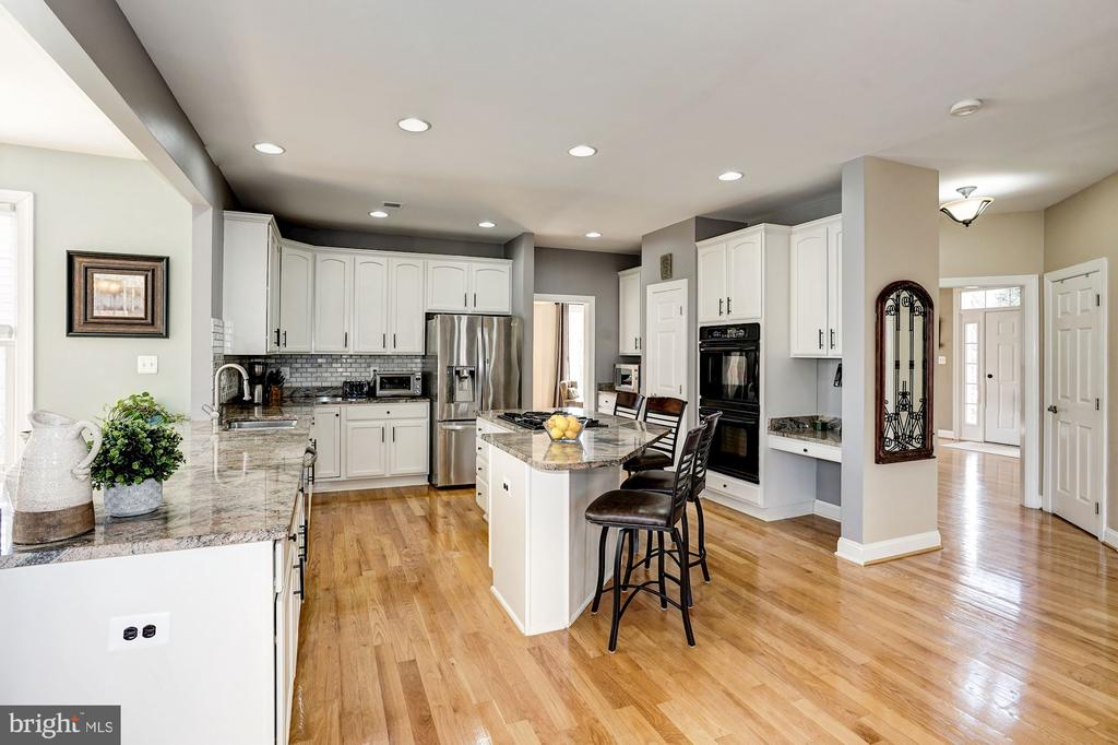 Great view of the kitchen - 1309 SHAKER WOODS RD, HERNDON