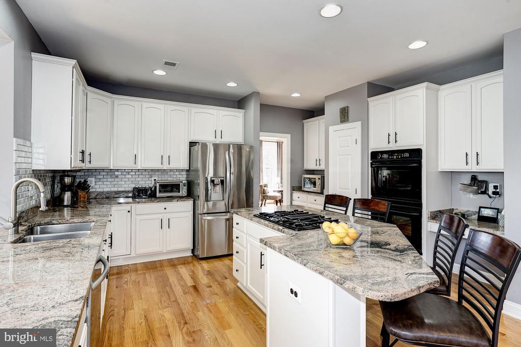 Beautiful granite counters, white cabinets & SS - 1309 SHAKER WOODS RD, HERNDON
