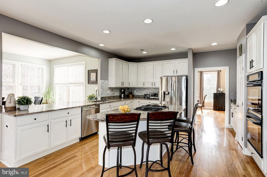 Tons of counter and cabinet space - 1309 SHAKER WOODS RD, HERNDON