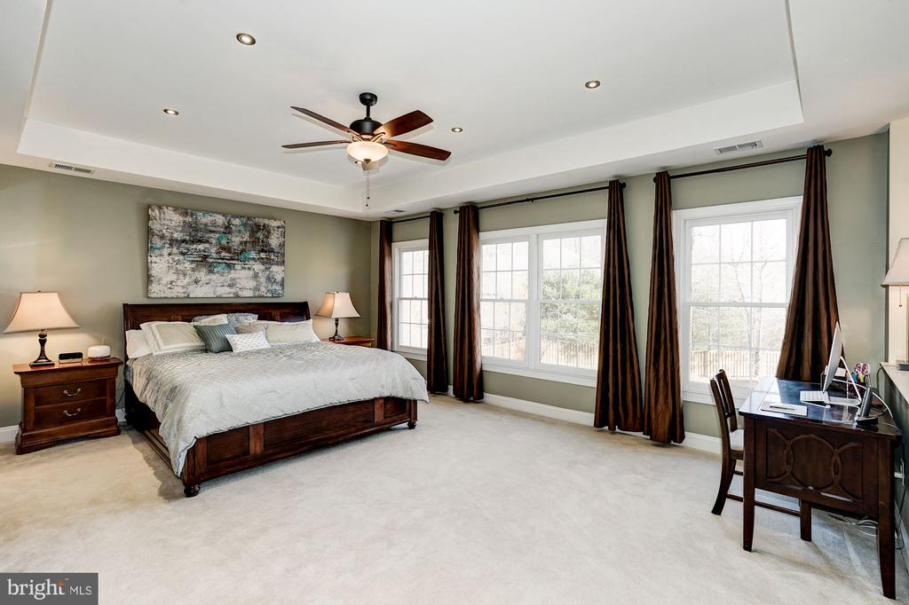 Master suite w/wall of windows & view of rear yard - 1309 SHAKER WOODS RD, HERNDON