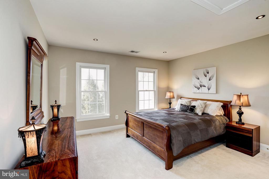 2nd upper level  bedroom  /  ensuite - 1309 SHAKER WOODS RD, HERNDON