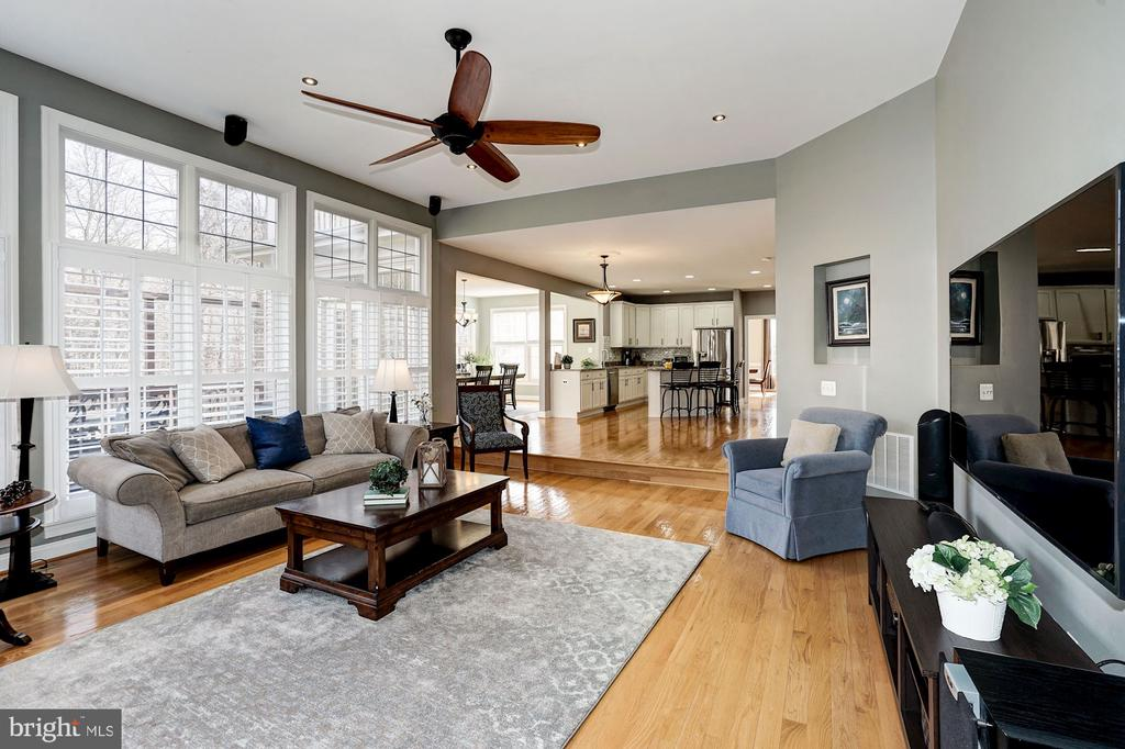 Wall of windows w/ transome fills the FR w/ light - 1309 SHAKER WOODS RD, HERNDON