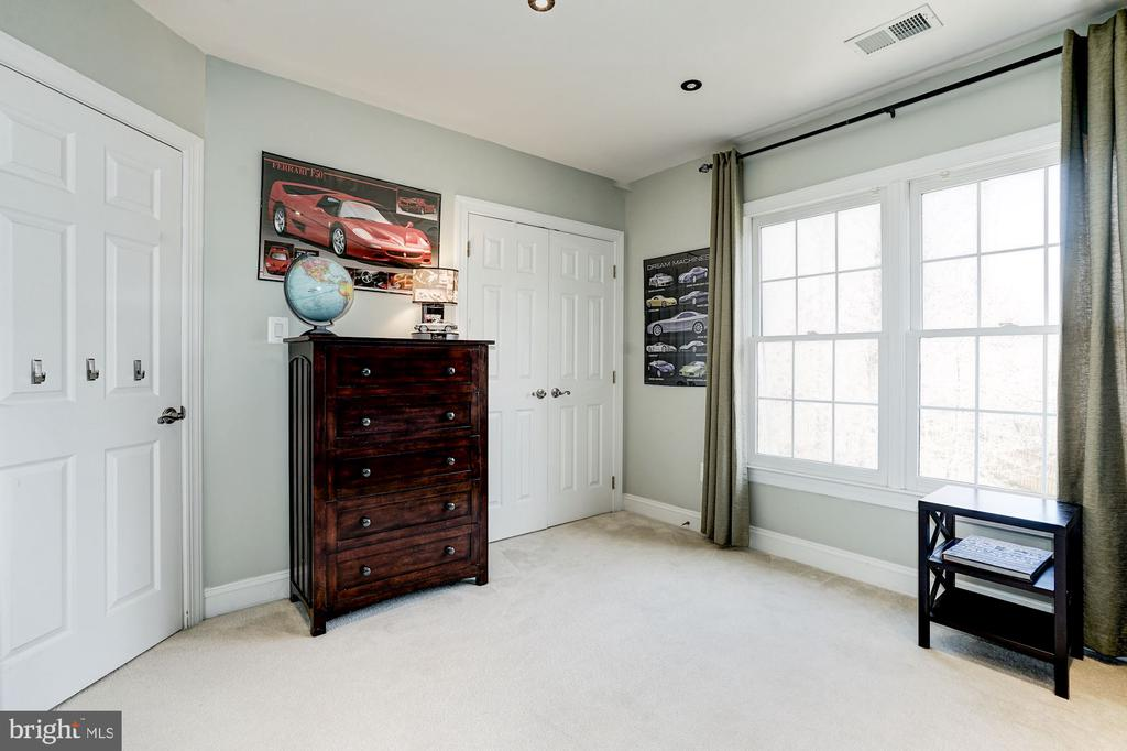 Add' l view of the 3rd upper level  bedroom - 1309 SHAKER WOODS RD, HERNDON