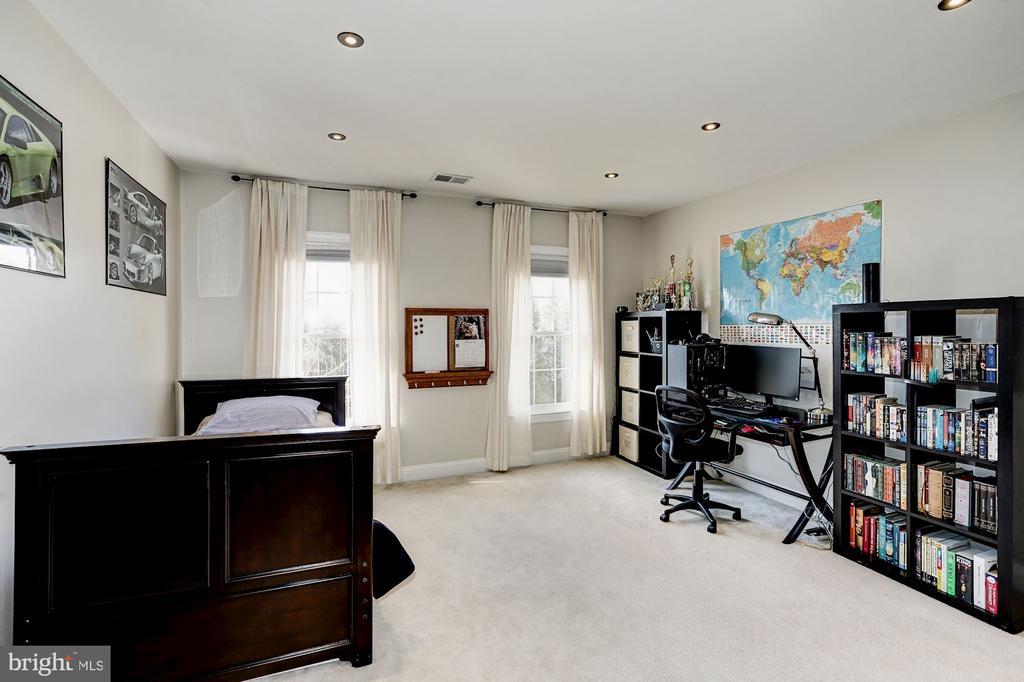 4th upper level bedroom - 1309 SHAKER WOODS RD, HERNDON