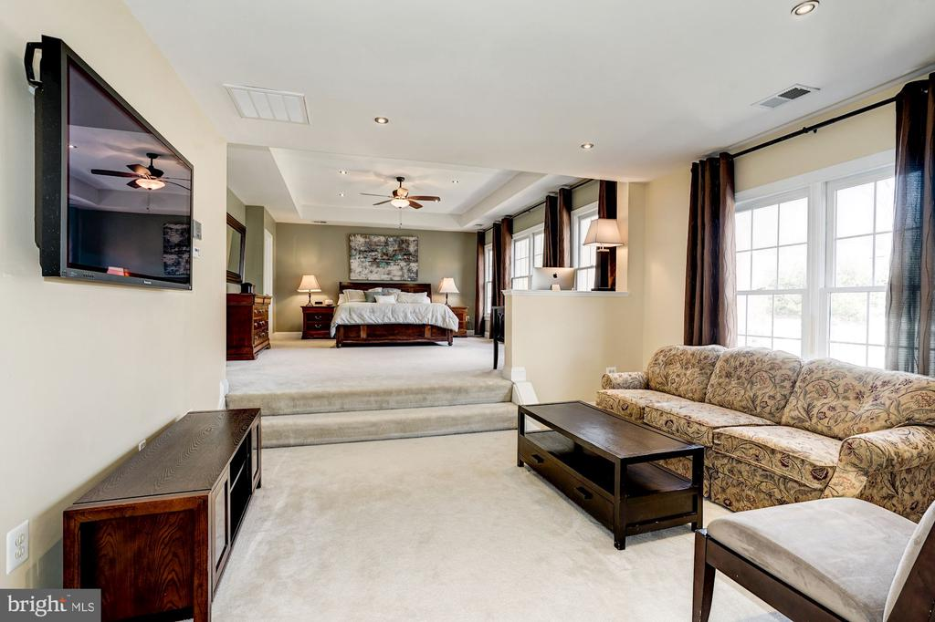 Maste suite features large  private sitting area - 1309 SHAKER WOODS RD, HERNDON