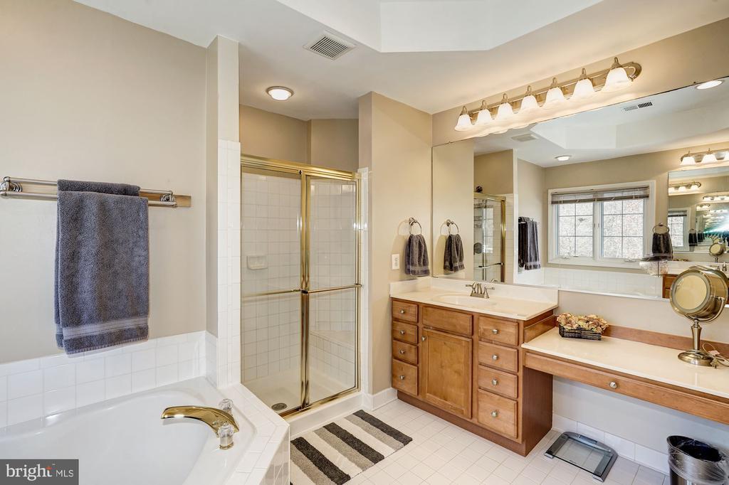Master bath features separate vanities - 1309 SHAKER WOODS RD, HERNDON