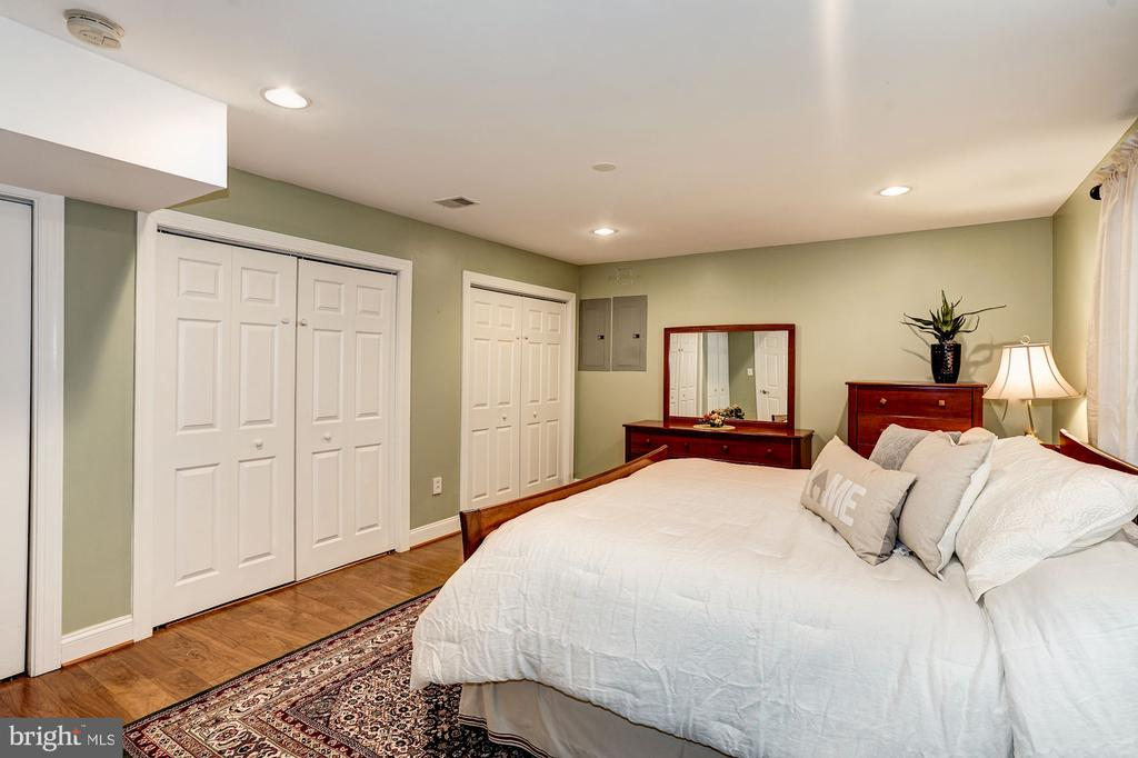 Spacious 5th bedroom offers dual closets - 1309 SHAKER WOODS RD, HERNDON