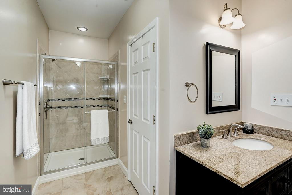 Lower level full bath - 1309 SHAKER WOODS RD, HERNDON