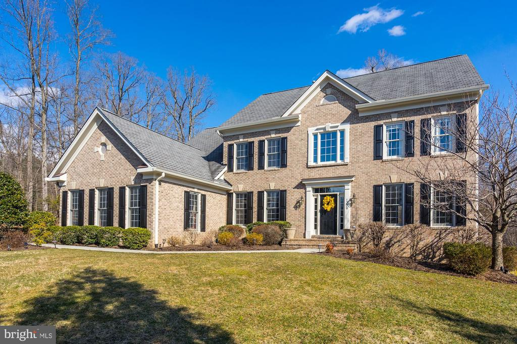 Stunning home perfectly situated on nearly an acre - 1309 SHAKER WOODS RD, HERNDON