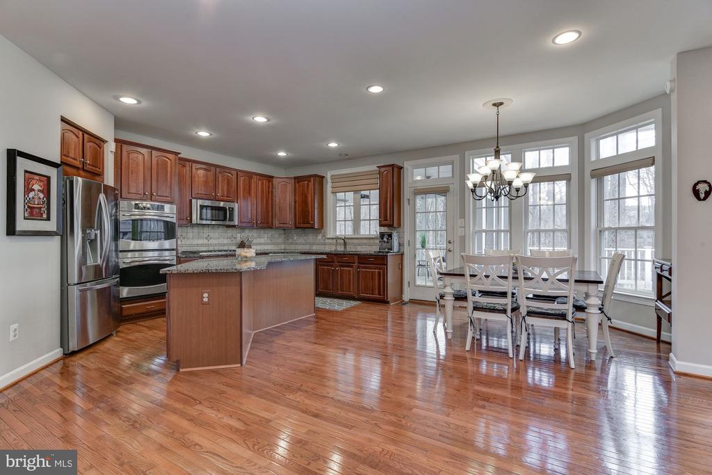Granite countertops - 718 TURTLE POND LN, GAITHERSBURG