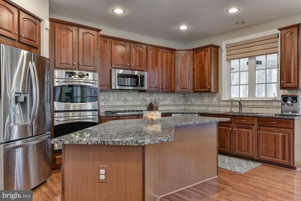 Stainless appliances - 718 TURTLE POND LN, GAITHERSBURG