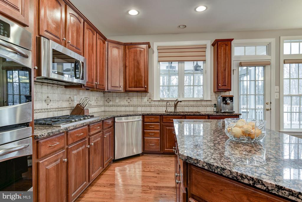 Kitchen - 718 TURTLE POND LN, GAITHERSBURG