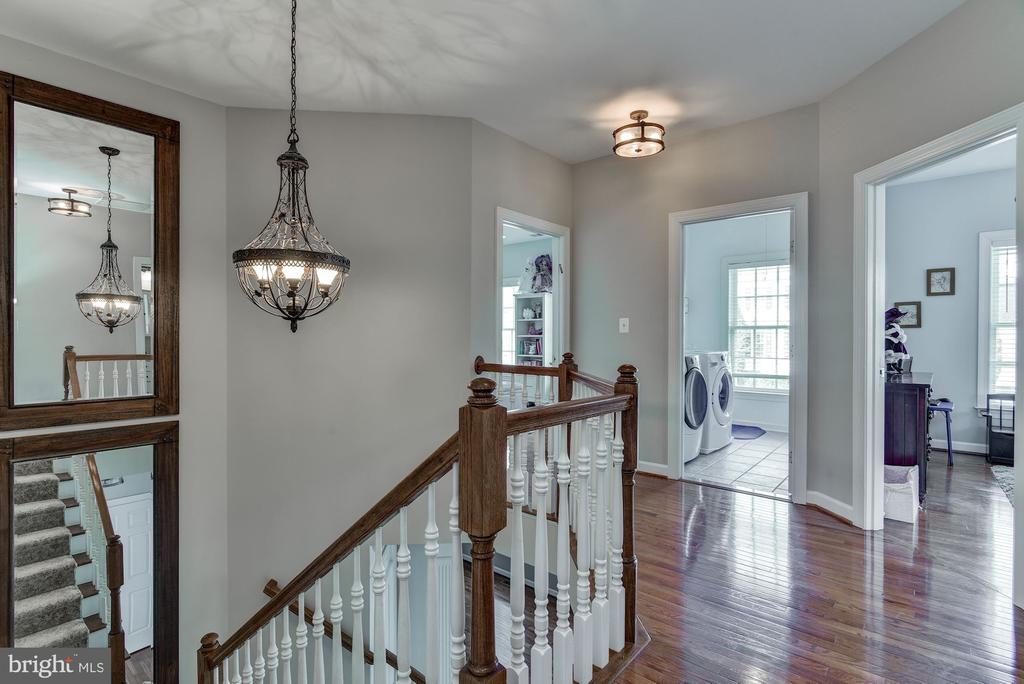 Open, two-story foyer - 718 TURTLE POND LN, GAITHERSBURG
