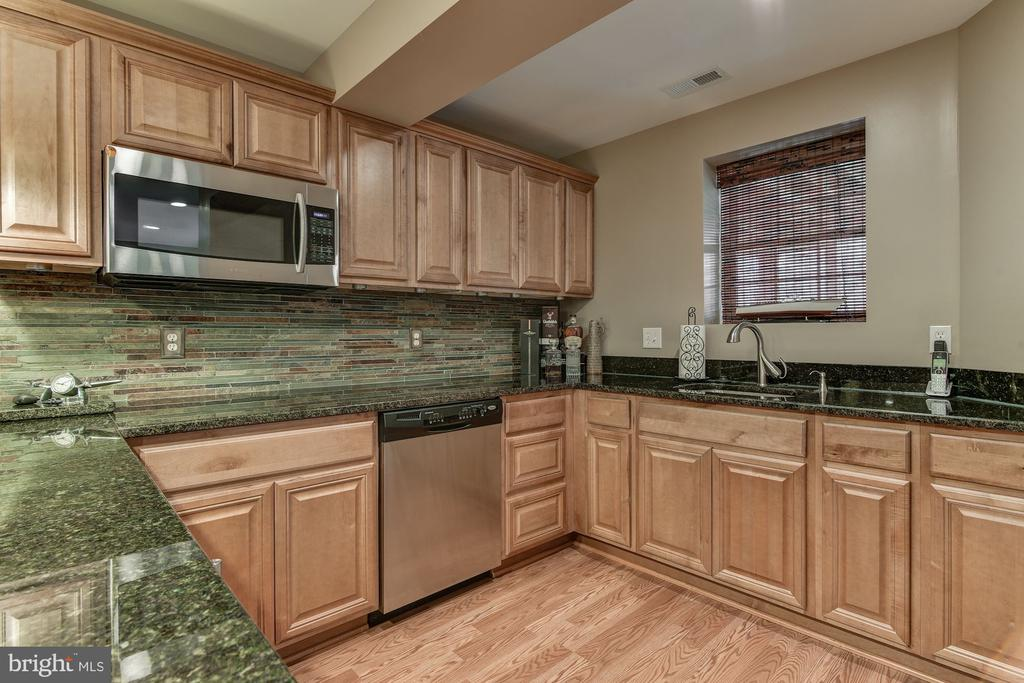 Kitchenette - 718 TURTLE POND LN, GAITHERSBURG