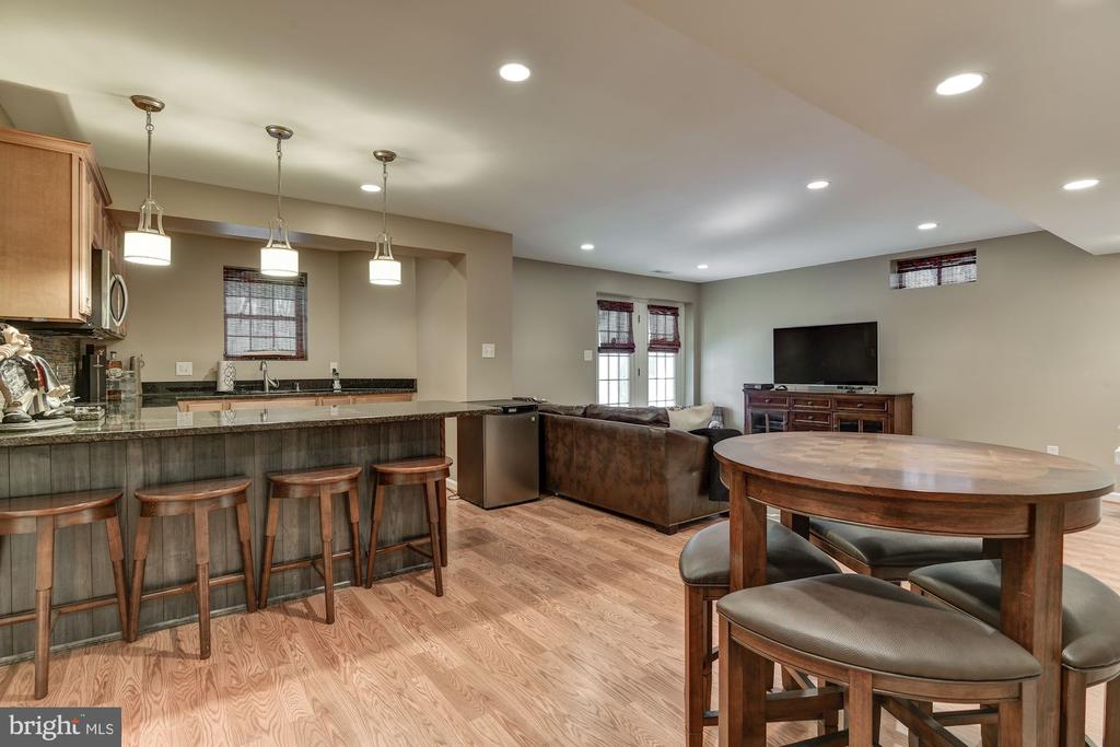 Perfect for indoor entertaining! - 718 TURTLE POND LN, GAITHERSBURG