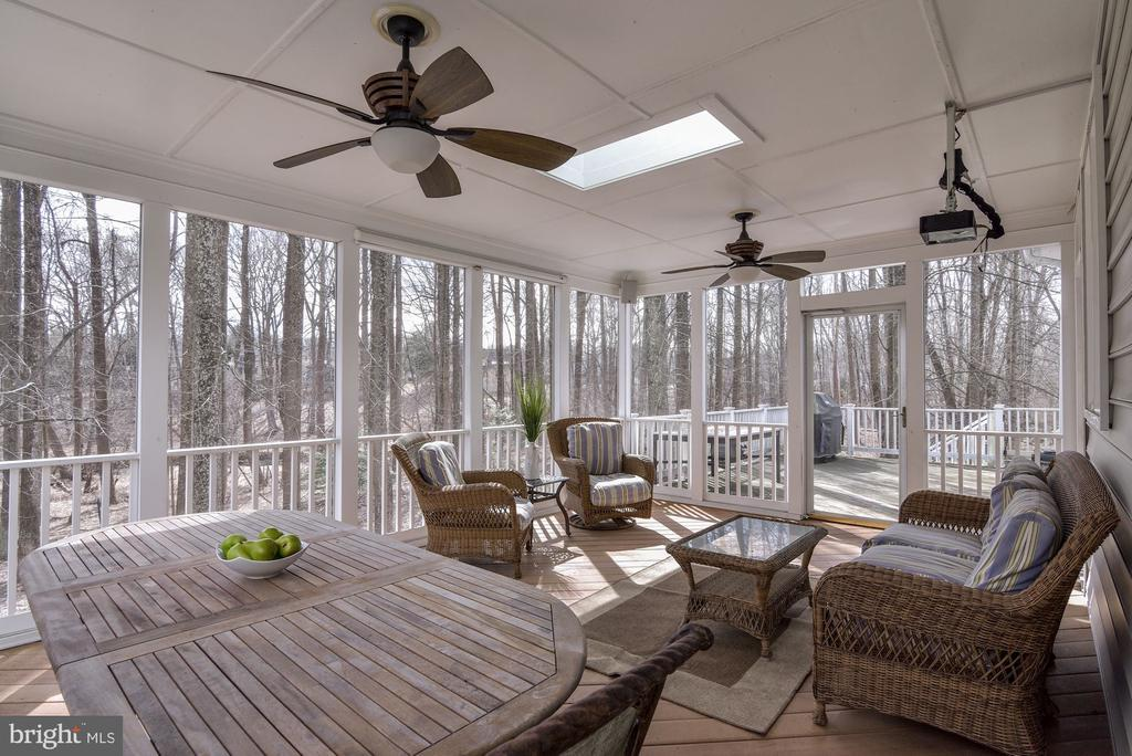 Ideal for outdoor entertainment - 718 TURTLE POND LN, GAITHERSBURG