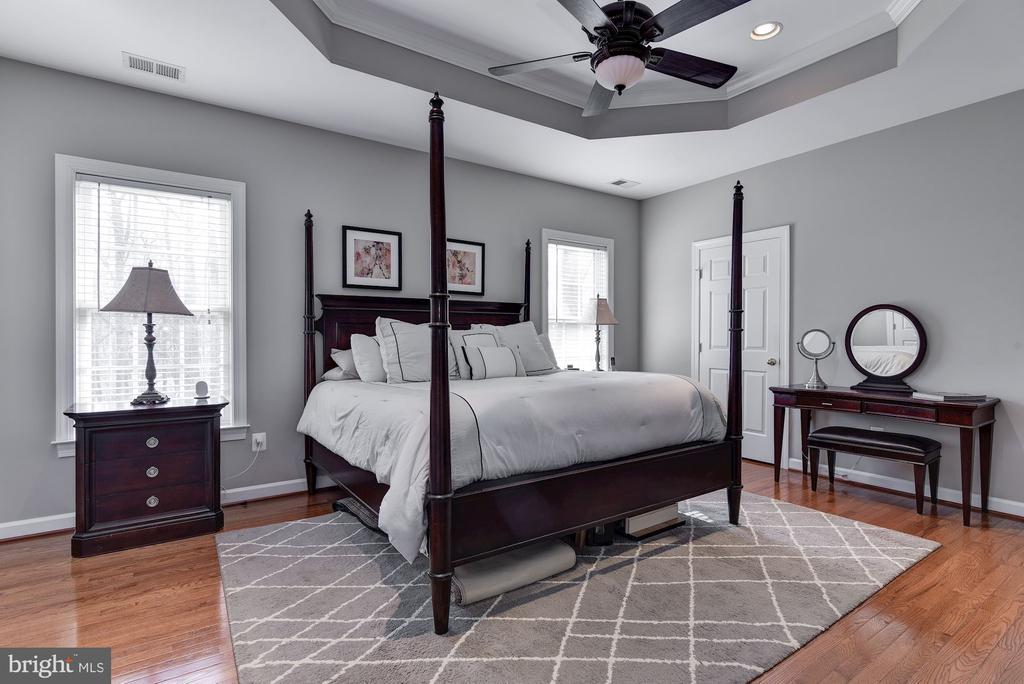 Master bedroom with custom closets and hardwood - 718 TURTLE POND LN, GAITHERSBURG