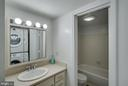 Separate vanity & shower areas - 8500-P BARRINGTON CT #P, SPRINGFIELD