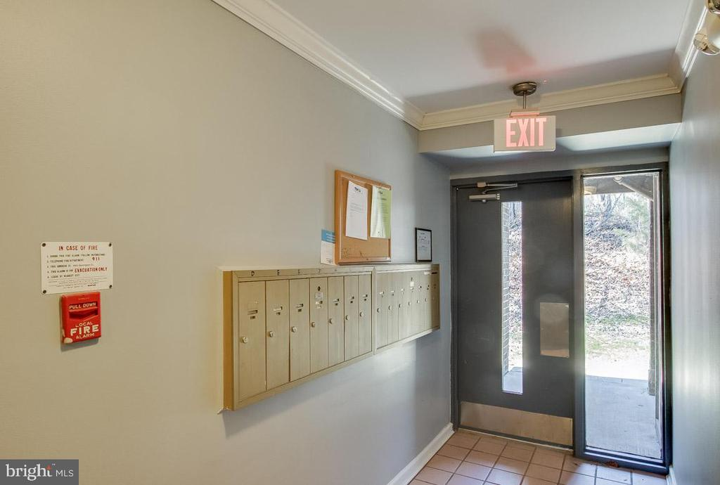 Interior mailbox - 8500-P BARRINGTON CT #P, SPRINGFIELD