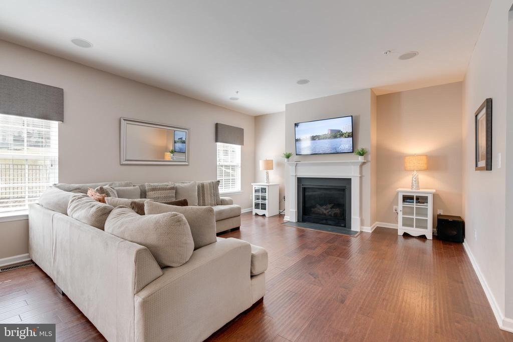 Make loads of memories in the Family room - 2439 GLOUSTER POINTE DR, DUMFRIES