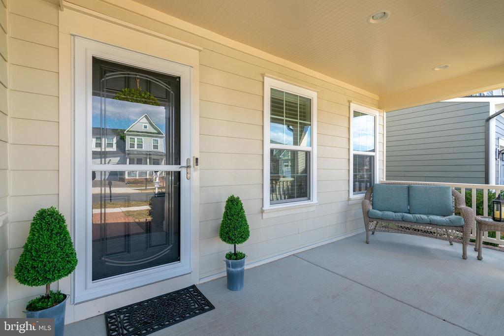 Front Porch Living - 2439 GLOUSTER POINTE DR, DUMFRIES