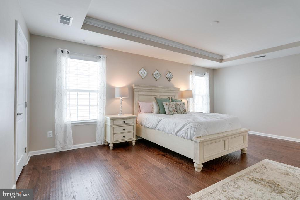 Rest and Relax in your large Master Bedroom - 2439 GLOUSTER POINTE DR, DUMFRIES