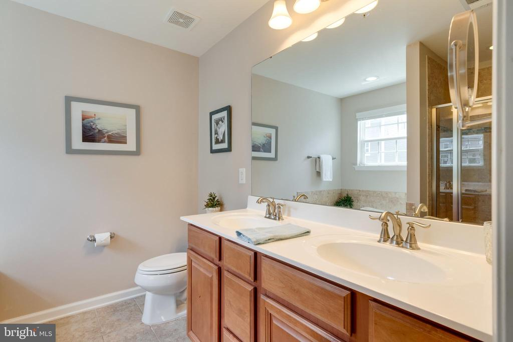 Hers and Hers sinks :) - 2439 GLOUSTER POINTE DR, DUMFRIES