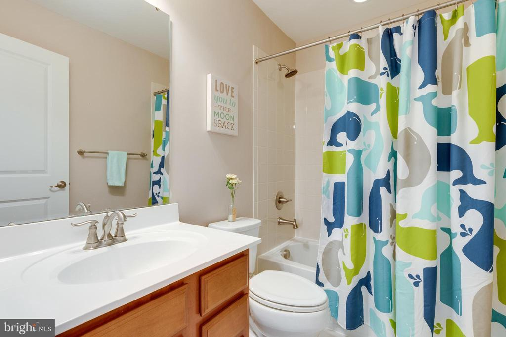 Bathroom 2 - 2439 GLOUSTER POINTE DR, DUMFRIES