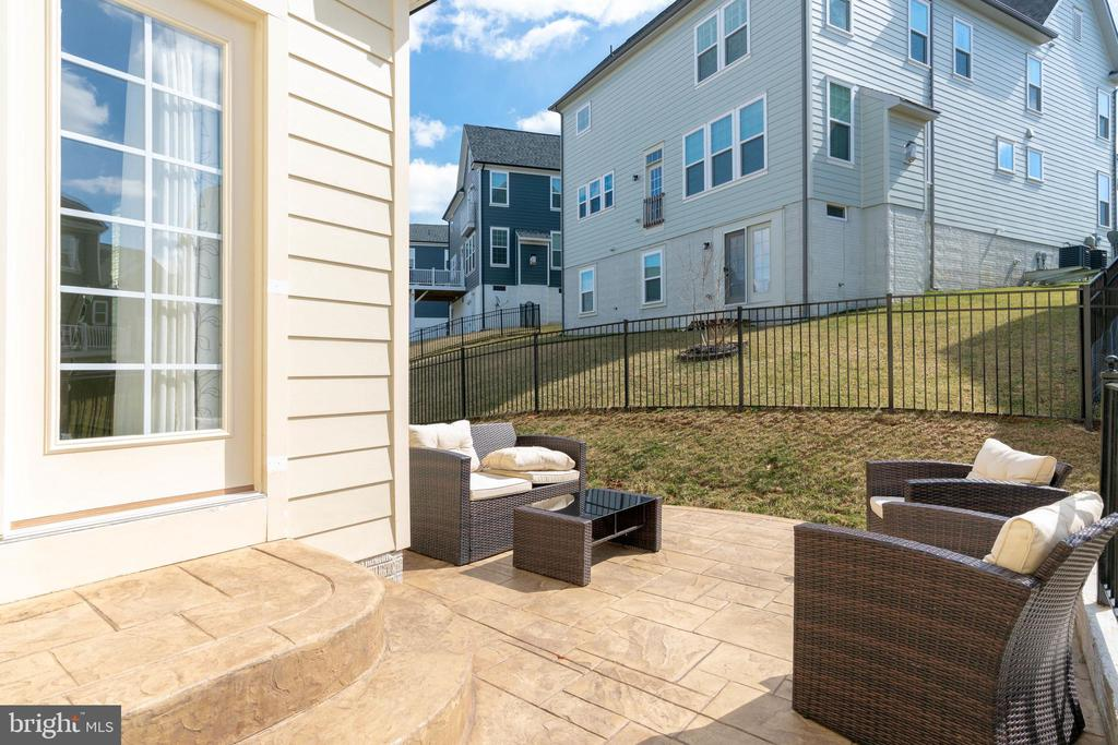 EVERYONE needs outdoor living space! - 2439 GLOUSTER POINTE DR, DUMFRIES