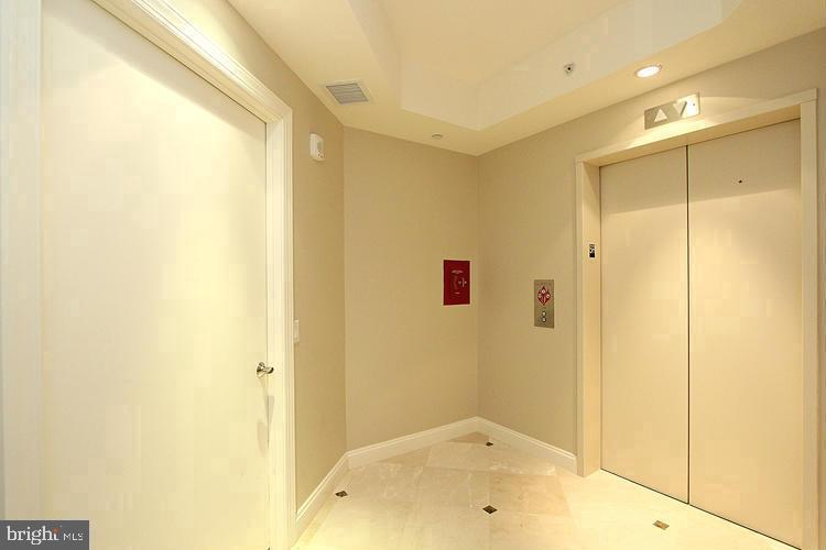Private Elevator Right to Your Unit - 1881 N NASH ST #512, ARLINGTON
