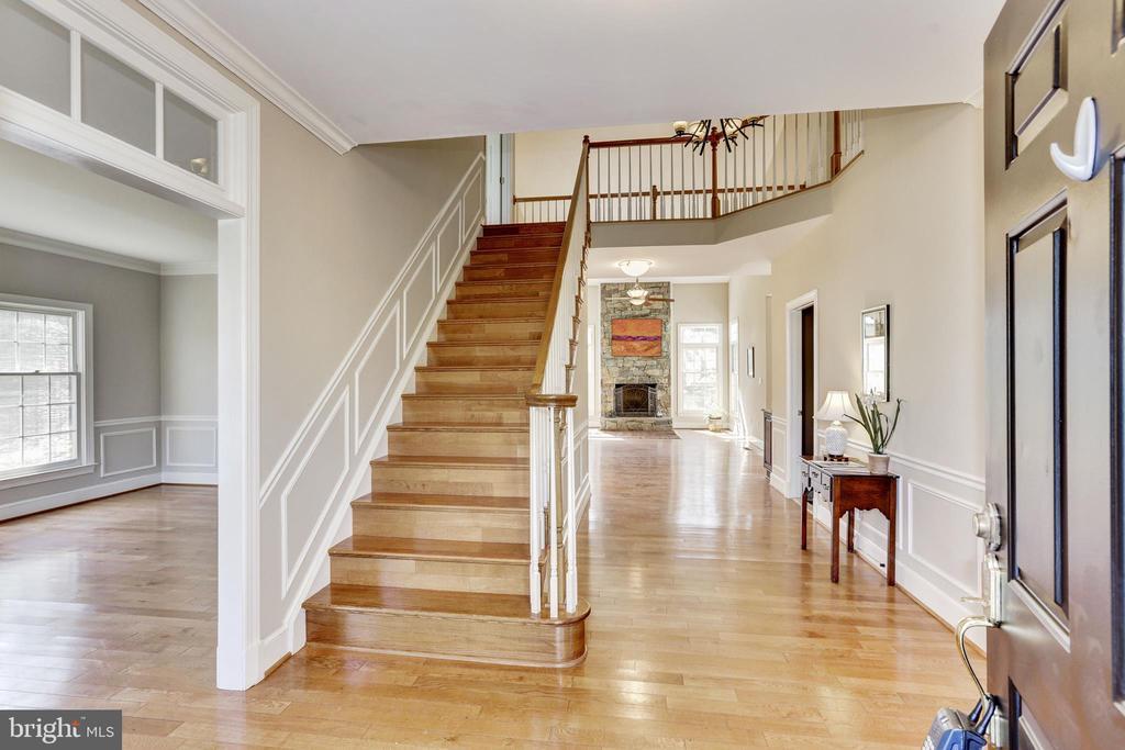 2 story foyer - 11911 CRAYTON CT, HERNDON