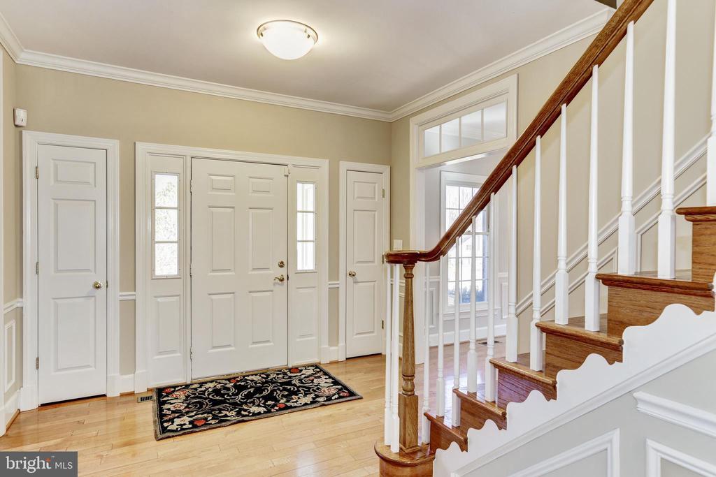 foyer with 2 coat closets - 11911 CRAYTON CT, HERNDON