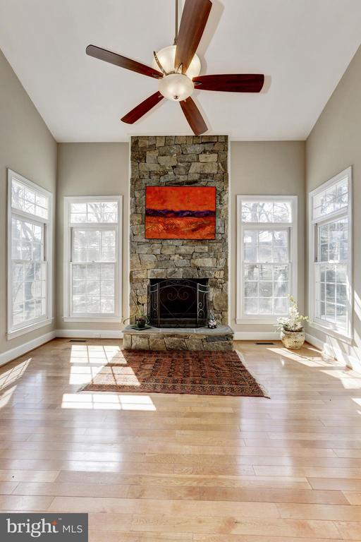 Great Room open to kitchen with ceiling fan - 11911 CRAYTON CT, HERNDON