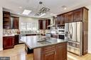 Kit. island w/leathered granite & breakfast bar - 11911 CRAYTON CT, HERNDON