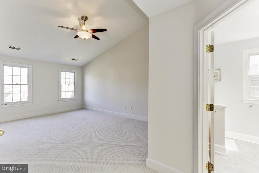 Master Bedroom with ceiling fan & new carpet - 11911 CRAYTON CT, HERNDON