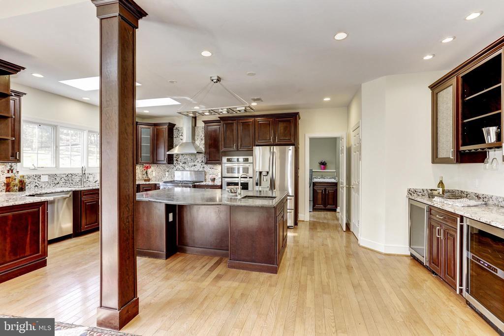 Gourmet Kitchen - 11911 CRAYTON CT, HERNDON