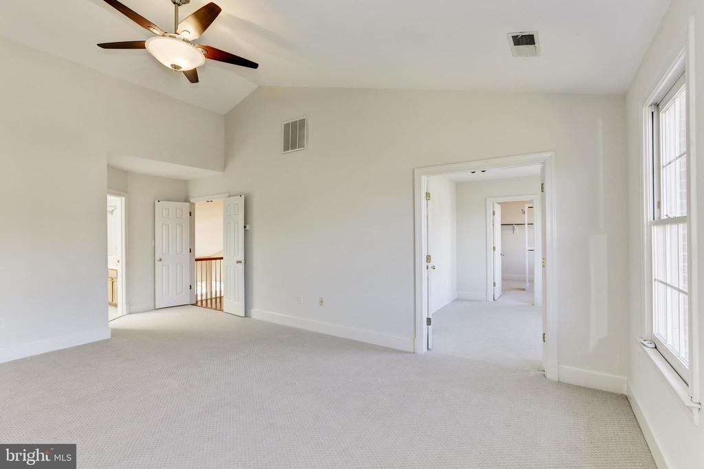 Master Bedroom with ensuite bathroom - 11911 CRAYTON CT, HERNDON
