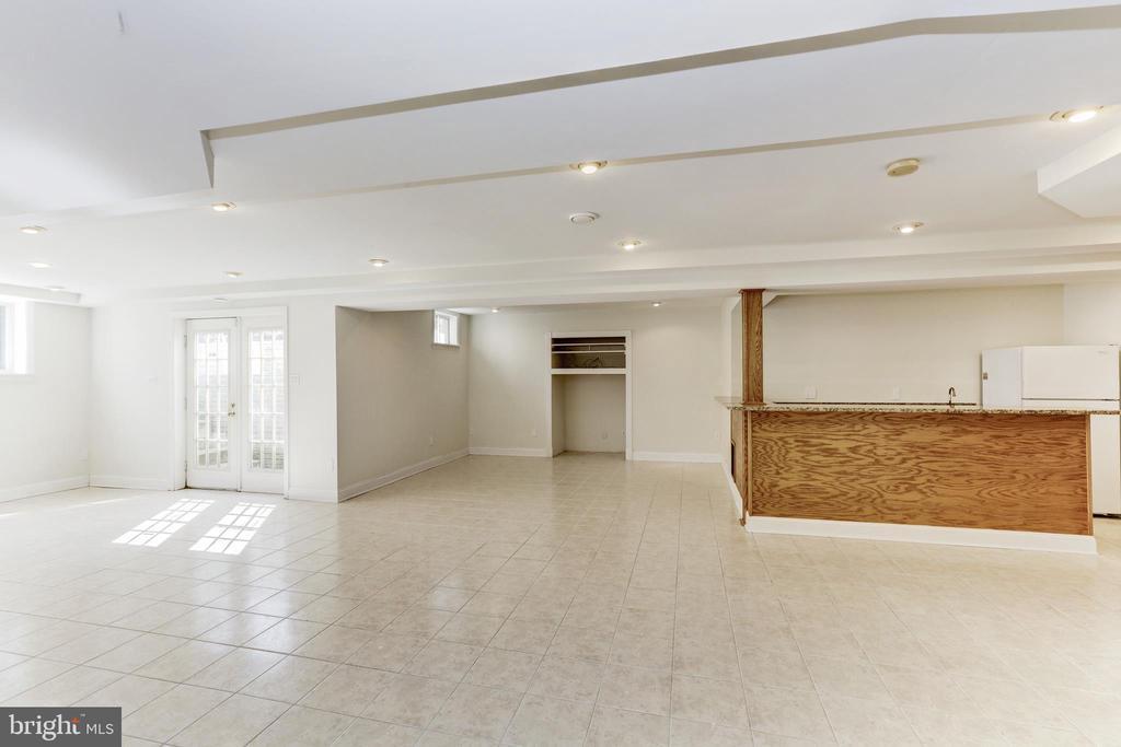 Recreation Room with bar - 11911 CRAYTON CT, HERNDON