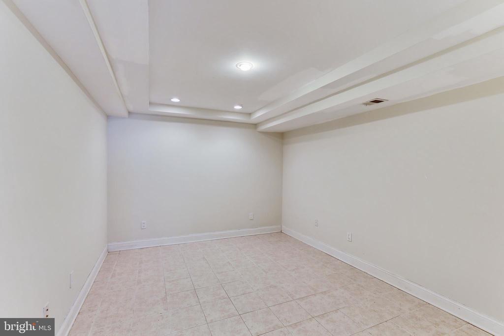 Lower Level multi - purpose room w/full bath - 11911 CRAYTON CT, HERNDON