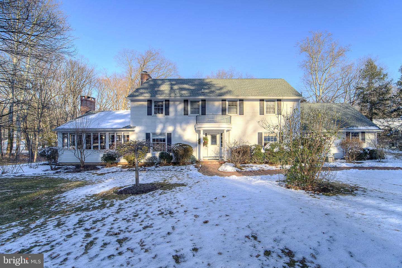 Villa per Vendita alle ore 16 FORREST EDGE Drive Titusville, New Jersey 08560 Stati UnitiIn/In giro: Hopewell Township