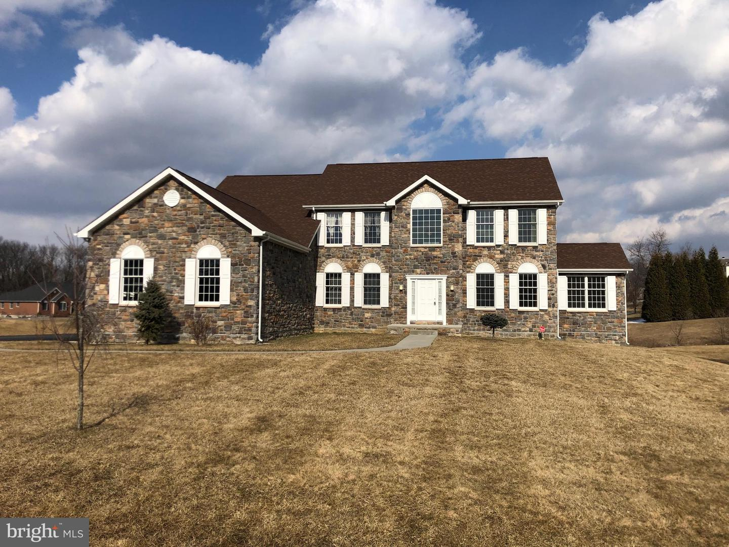 Photo of home for sale at 205 Peoples Way, Hockessin DE