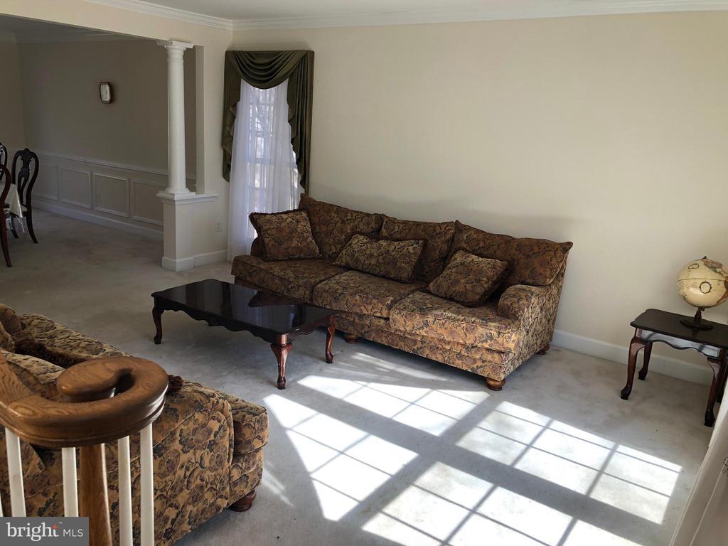 Living room - 22401 SWEETLEAF LN, GAITHERSBURG