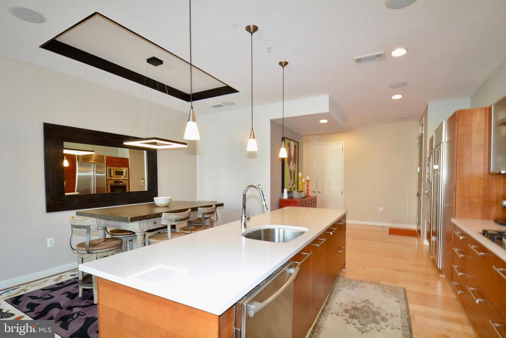 Kitchen and dining - 12025 NEW DOMINION PKWY #G101, RESTON